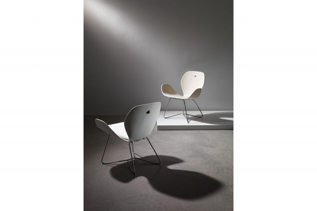 VITEO_DOVE_COLLECTION_Lounge_Chair_white+sand_01©VITEO, Croce&Wir, Graz